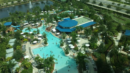 Hilton Orlando: Pool and lazy river (at top).