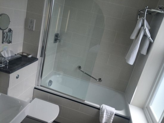 Holiday Inn Sittingbourne: Bathroom was best feature by miles