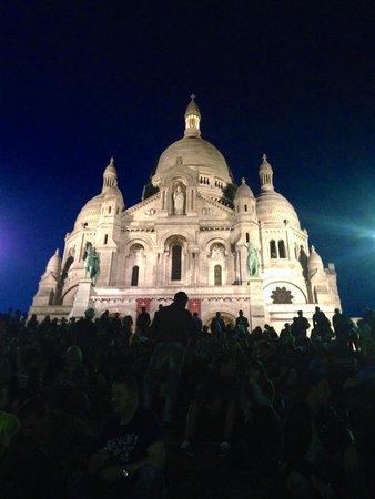Montmartre: Sacré Cœr at night