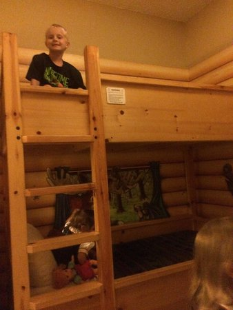 Great Wolf Lodge Grapevine : The bunk bed in the kids cabin