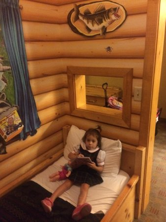 Great Wolf Lodge Grapevine : The day bed in the kids cabin
