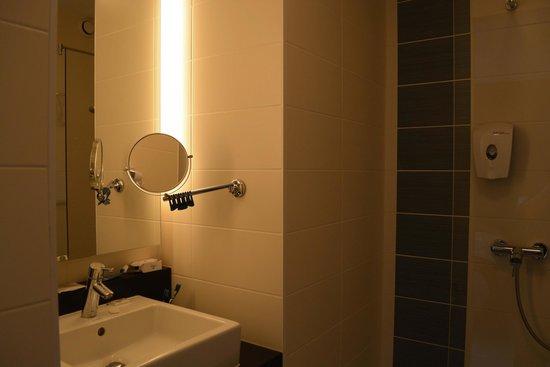 Ibis Styles Brussels Centre Stephanie: Bathroom