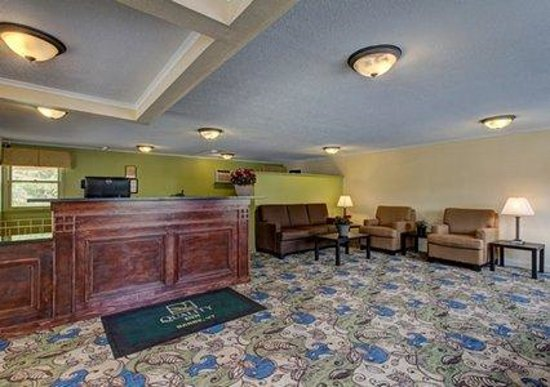 Quality Inn Barre/Montpelier: Front Lobby/Reception Area