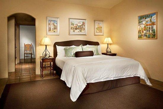 Spanish Garden Inn : Deluxe King Room