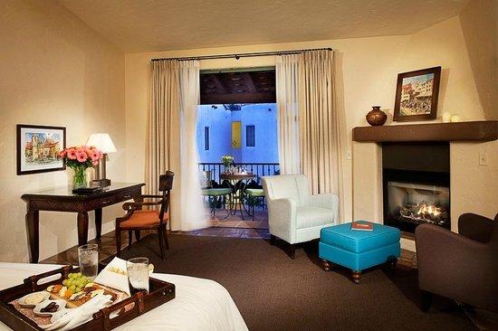 Spanish Garden Inn : Deluxe King Room w/ Balcony