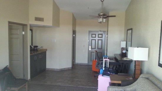 Embassy Suites by Hilton Mandalay Beach - Hotel & Resort: Salon de la chambre