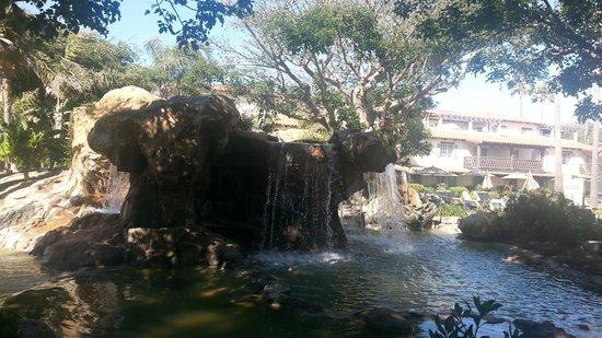 Embassy Suites by Hilton Mandalay Beach - Hotel & Resort: Petit bassin dans les allées