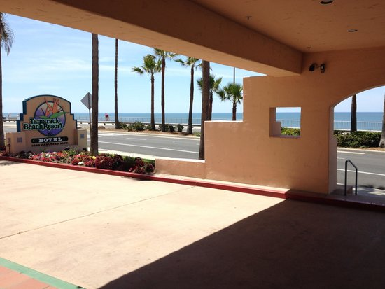 Tamarack Beach Resort and Hotel: Front Lobby Entrance