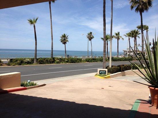 Tamarack Beach Resort and Hotel: Front Lobby Entrance