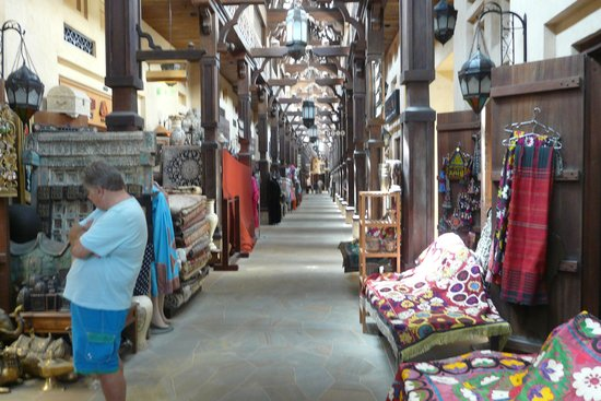 Souk Madinat Jumeirah : The many stalls in the old part
