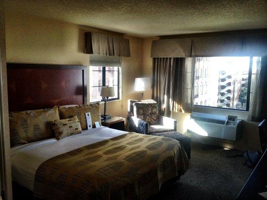 Paramount Hotel: Elegant Room decor