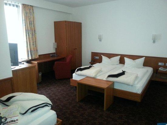 Hotel Fackelmann: Трехместный номер