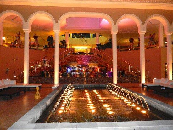 Gran Melia Palacio de Isora Resort & Spa: Main Atrium & Fountains