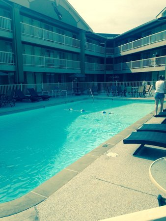 Comfort Inn Downtown: Pool sparkling