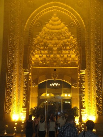 Jumeirah Zabeel Saray: Hotel entrance