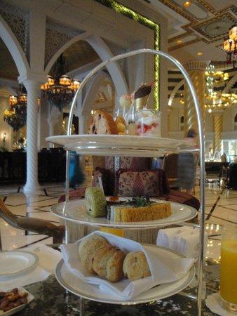 Jumeirah Zabeel Saray: Afternoon tea at Sultan's Lounge