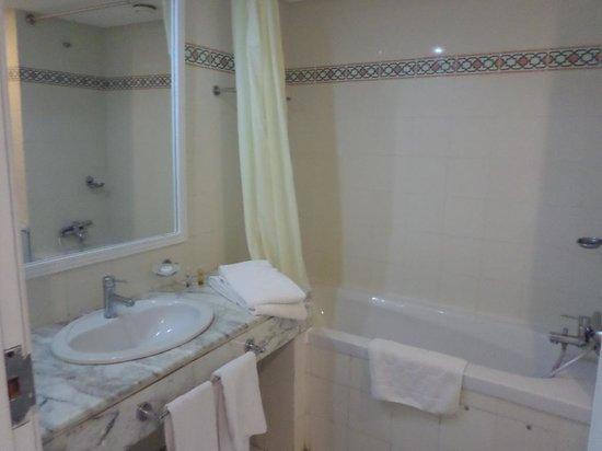 Hotel Menara: salle de bain