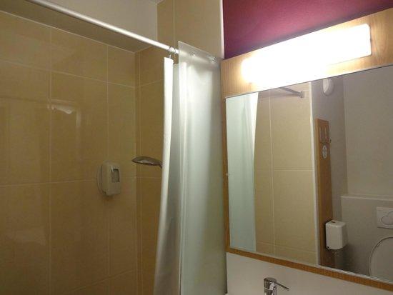 B&B Hotel Dunkerque Centre Gare: bathroom
