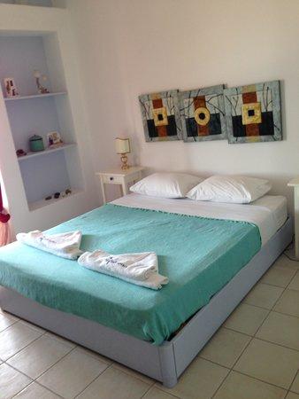 Nefeli Hotel Lipsi: Camera da letto