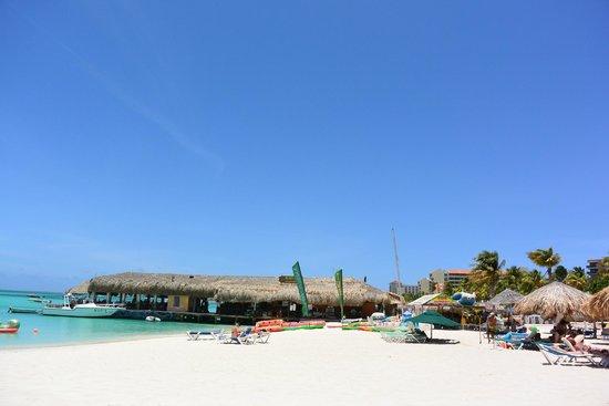 Hotel Riu Palace Aruba: Big expanse of white sand beach and clear sea