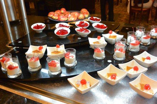 Hotel Riu Palace Aruba: Huge selection of food