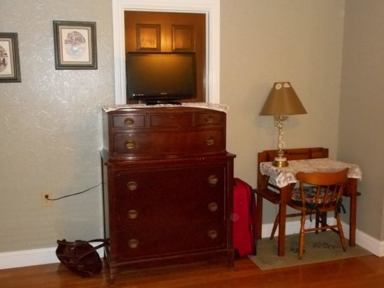 The Arnott House: Bedroom