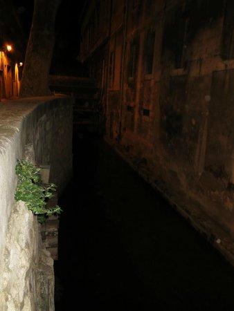 Street of Dyers (Rue de Teinturiers): Canal