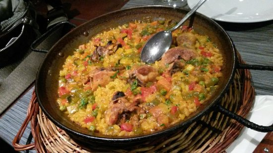 Guell Tapas : Chicken paella
