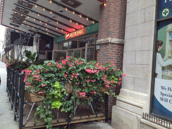 Fran's Restaurant & Bar: Front patio