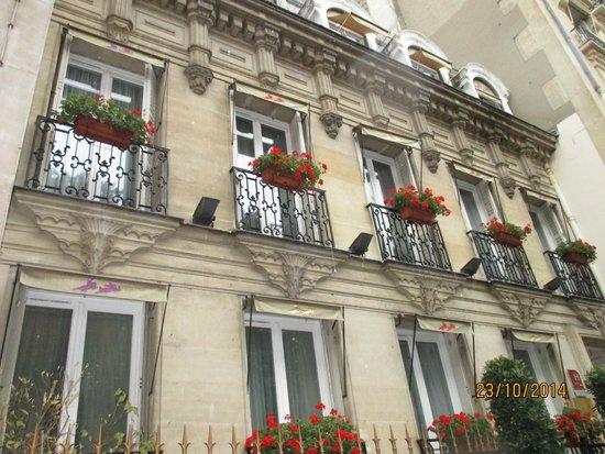 Hotel de Latour Maubourg: front facade