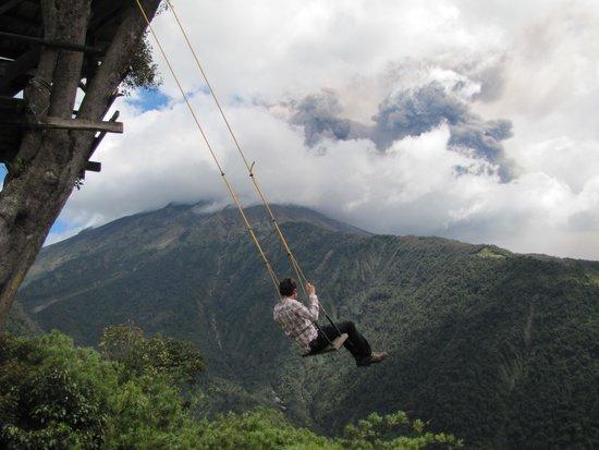 El columpio y de fondo erupci n del tungurahua picture of casa del arbol banos tripadvisor - Columpios para casa ...