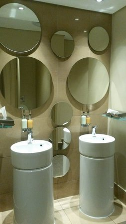 Suncoast Towers: The toilet area at the reception