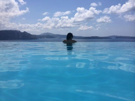 Andronis Luxury Suites: Infinity pool