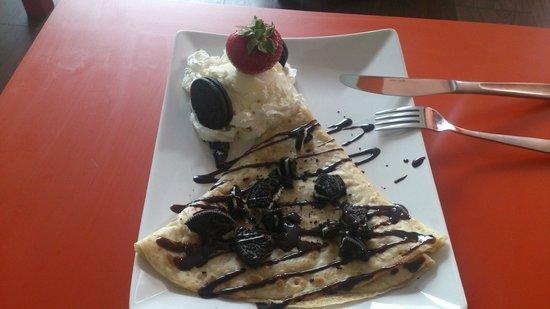 Crepe and Shake: Crepe with nutella, vanilla ice cream and oreo