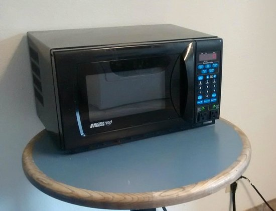 Motel 6 Washington, DC - Gaithersburg: The lone microwave for the whole motel