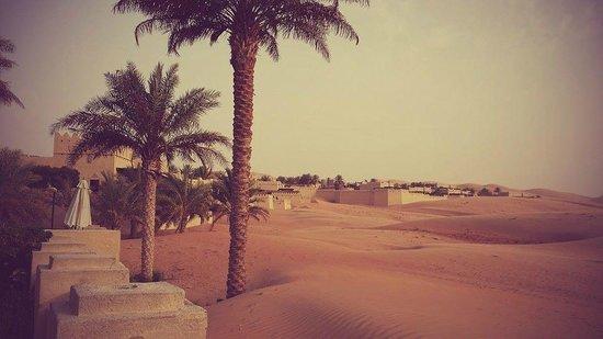 Qasr Al Sarab Desert Resort by Anantara: Hotel grounds