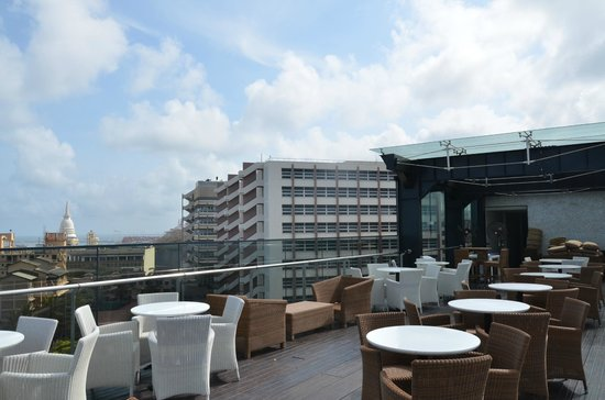 The Kingsbury Colombo: sky loundge