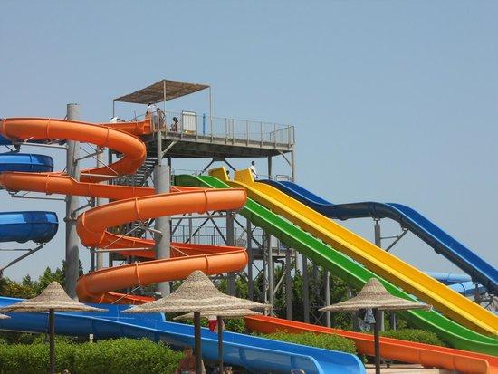 Jaz Aquamarine Resort: водные горки