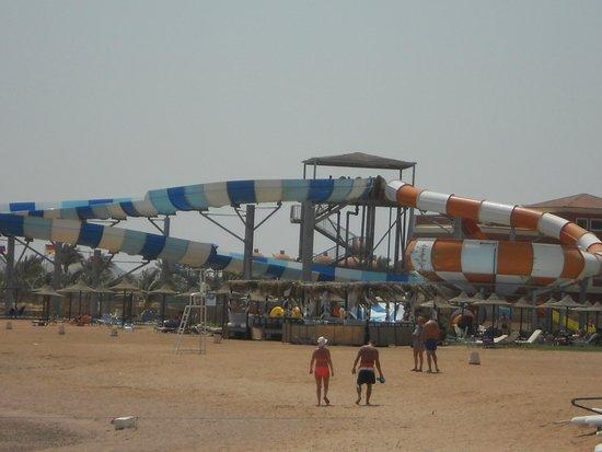 Jaz Aquamarine: водные горки на пляже