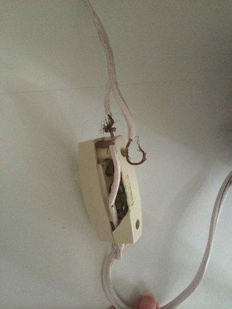 Grand Oasis Cancun: broken wires