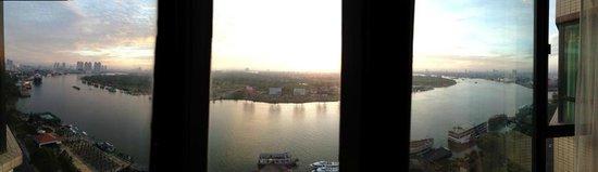 Renaissance Riverside Hotel Saigon: Early morning sunrise