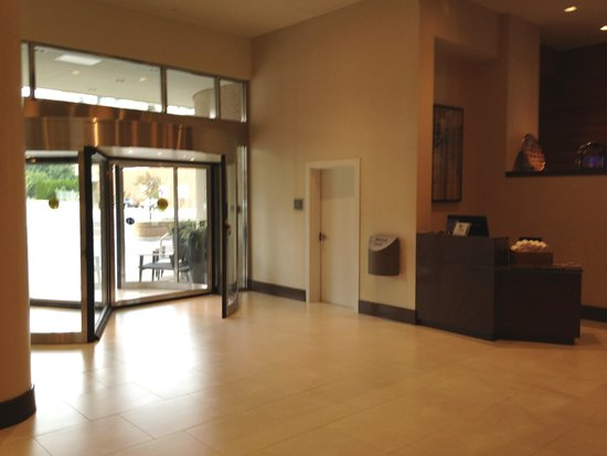The Westin Crystal City: Upon going in you are greeted by the new Concierge Desk.