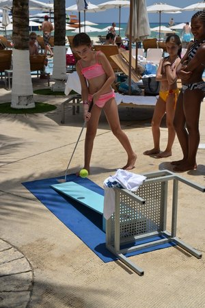Playacar Palace: activities every day at pool
