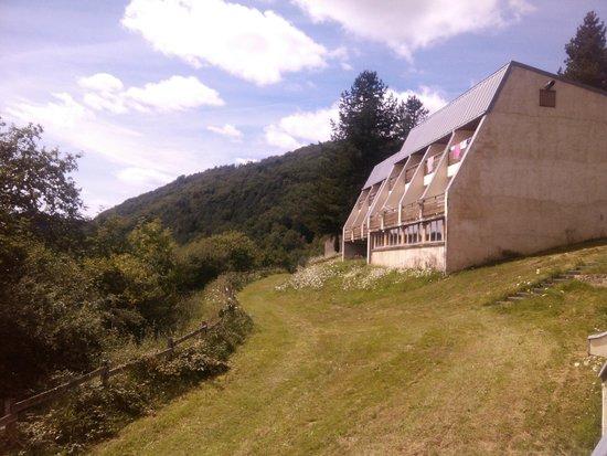 Etap'Auvergne - Complexe de Confolant: vue d'une des maison/appartements du village