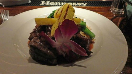 Harrison's Restaurant & Bar : Grilled sirloin tips with pineapple chunks and orchid flower