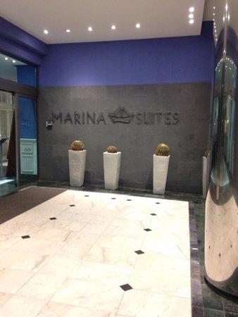 Marina Suites: Entrance