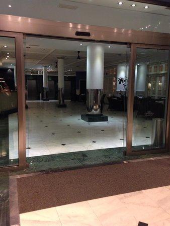 Marina Suites: Reception area