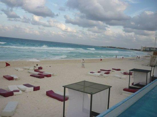 Bel Air Collection Resort & Spa Cancun : salida a la playa del hotel.