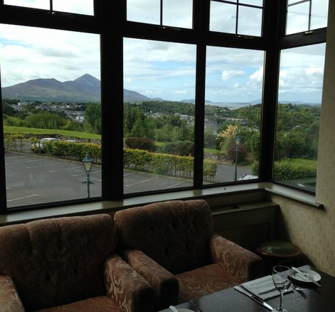 Knockranny House Hotel : Dinner view of Clew Bay