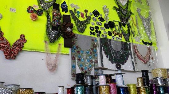 bargain corner: Dress accessories and garment accessories